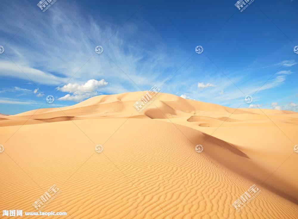 美丽沙漠蓝天风景