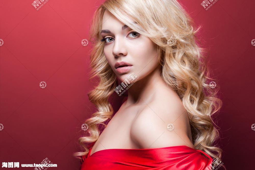 黄色头发的美女