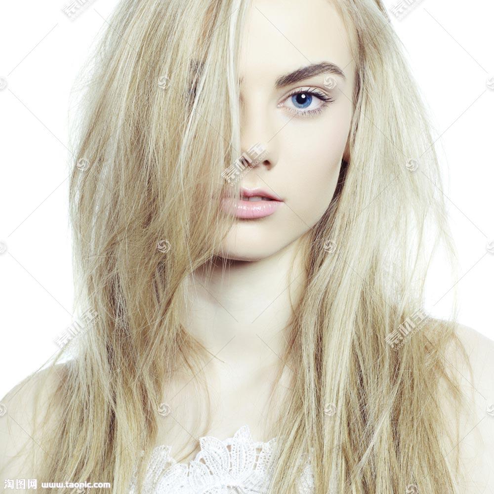 黄色直发美女