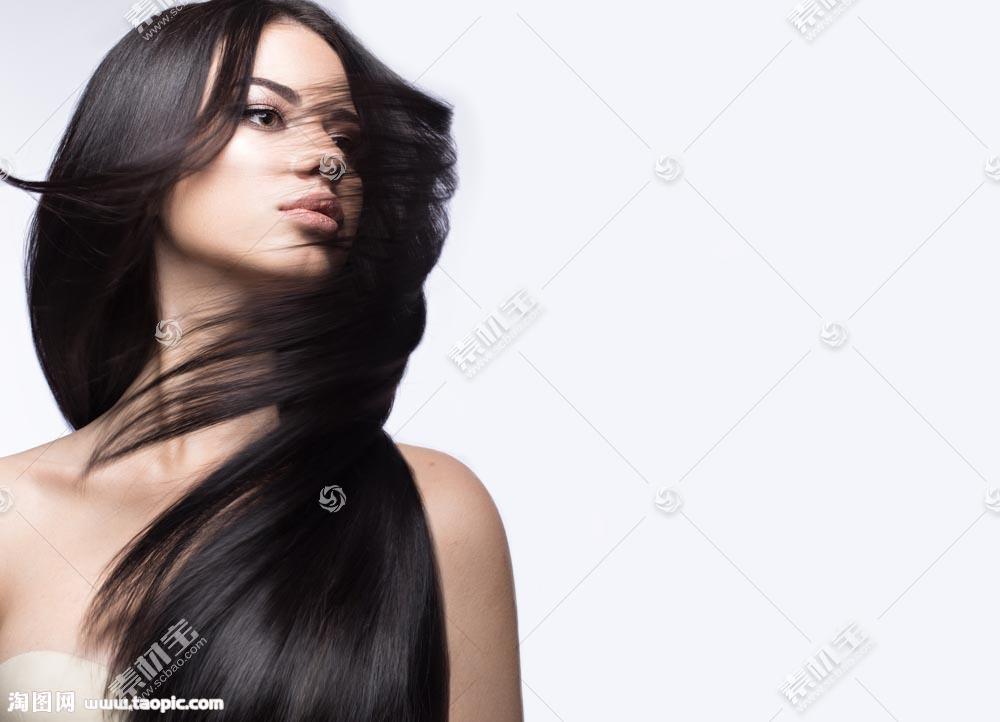 甩头发的性感女人