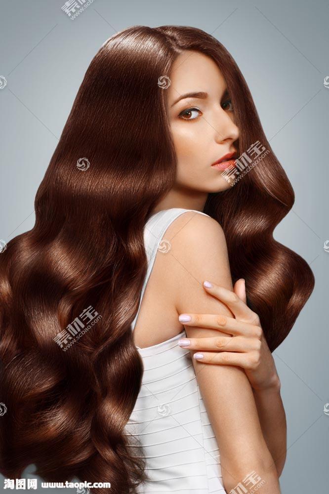 柔顺卷发模特美女