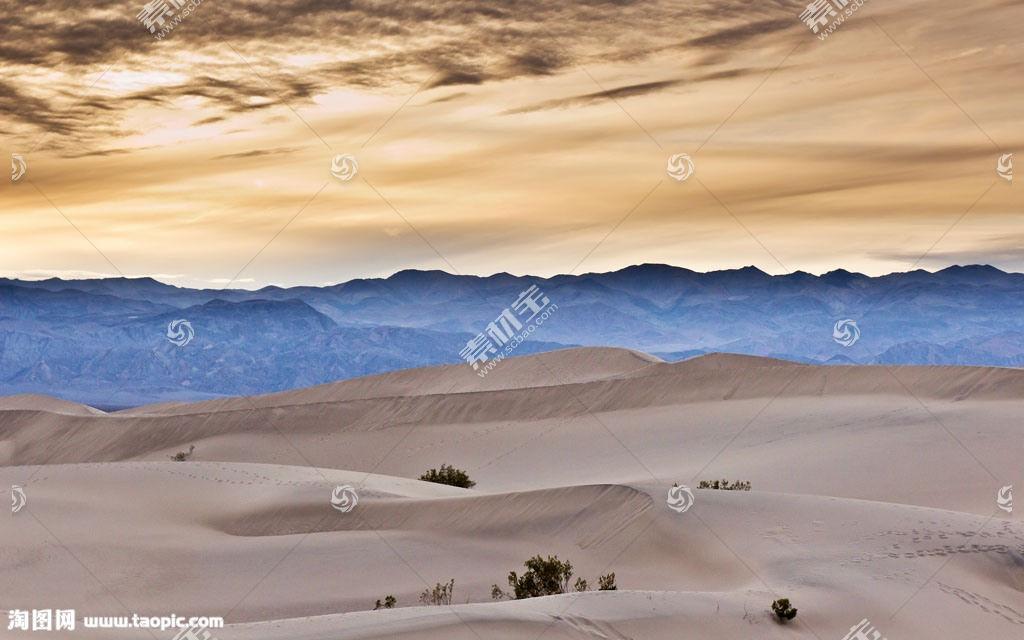 山脉沙漠风景