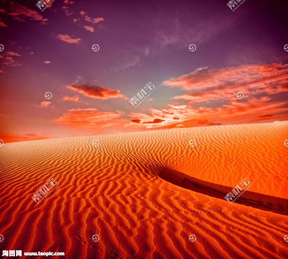 黄昏沙漠风景