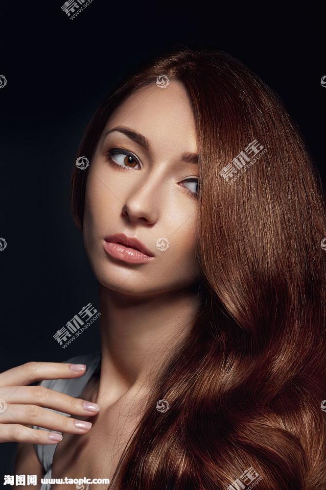 波浪头发的女人