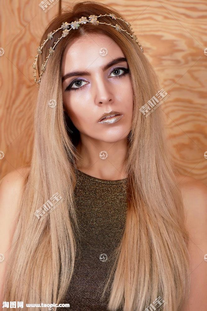 黄色长发的美女