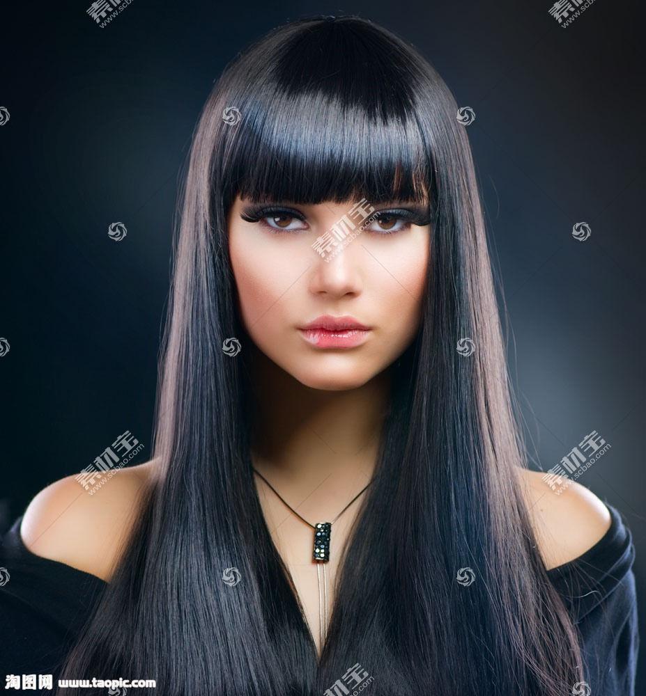 顺滑黑色直发美女