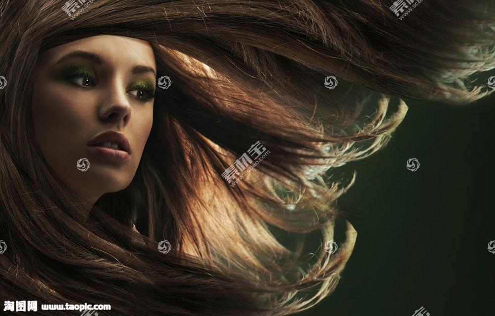 彩色飘逸的直发美女